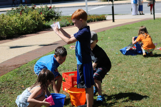 Kids do science outdoors at Academy Explorers Camp. Sign up for summer science camp today with early-bird discount.