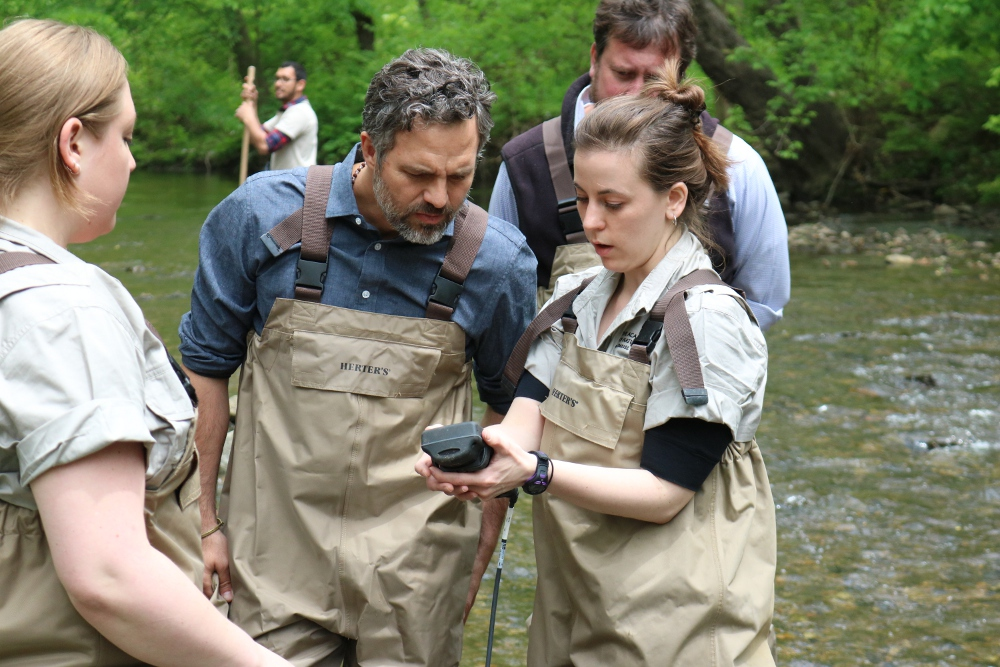 The Academy's Kathryn Christopher shows Mark Ruffalo how to use a YSI water quality meter
