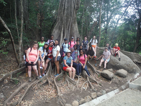 Students under tree in Costa Rica